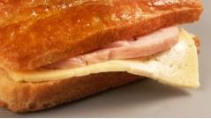 Сэндвич из чиабатты с индейкой и сыром
