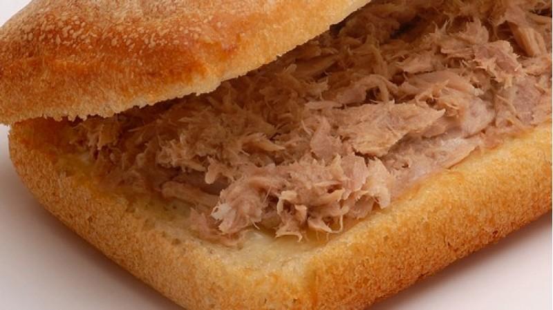 Сэндвич из чиабатты с тунцом